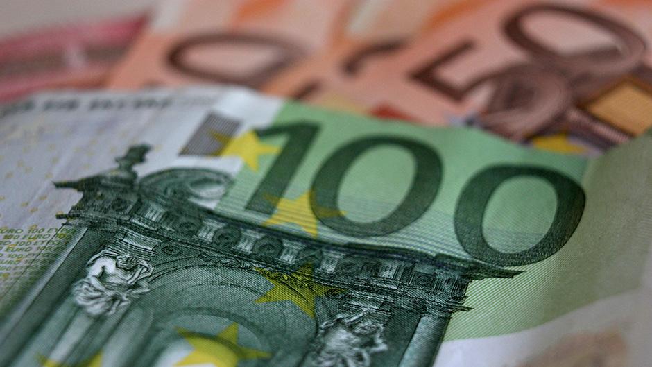 Prosečna plata u Hrvatskoj 835 evra