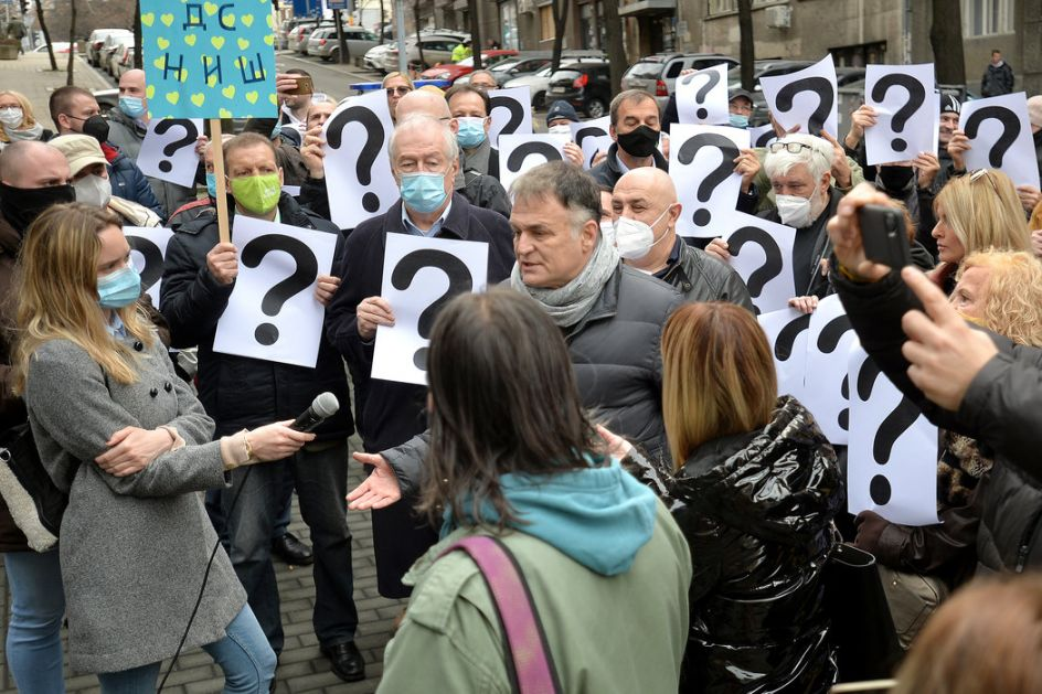 Protest Lečićeve frakcije DS ispred MDULS-a: Prošao rok za upis novog rukovodstva