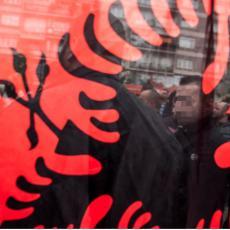 Protest UBICA SRBA u Prištini! ALBANCI NOSE ŠAHOVNICE?! Imaju spisak zahteva za Hrvate