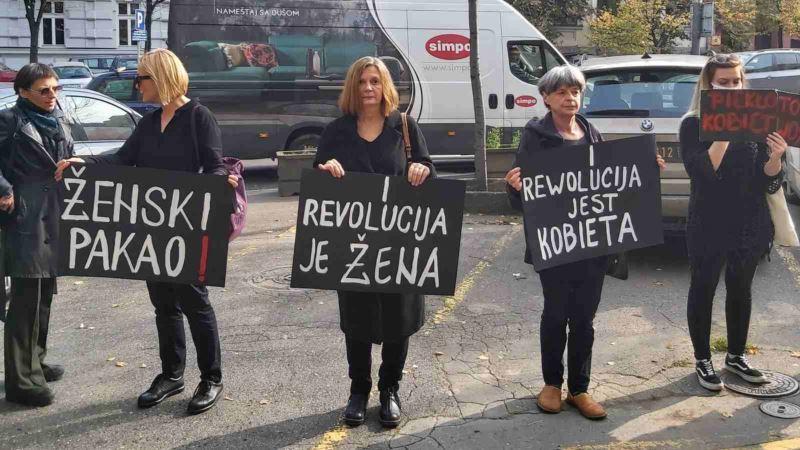 Protest Žena u crnom ispred ambasade Poljske u Beogradu zbog zabrane abortusa