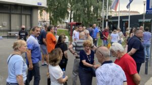 Protest na Vračaru: Traže ostavku Vesića (VIDEO)