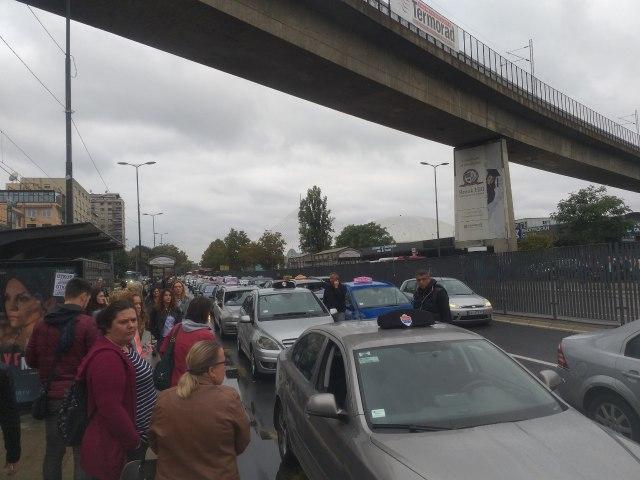 Taksisti ne odustaju, pauza samo za vikend, od ponedeljka protesti i u NS i NIšu VIDEO/FOTO
