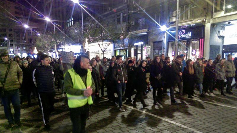 Protest u Beogradu: Zašto RTS izveštava o Asanžu, a ćuti o uzbunjivaču iz Krušika?