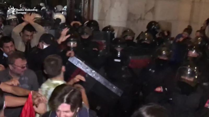 Protest u Beogradu protiv uvođenja policijskog časa