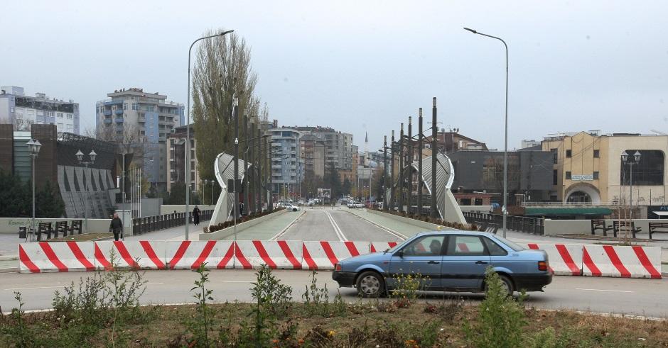 Protest u Mitrovici: Nema nazad, ne damo Srbiju (FOTO)