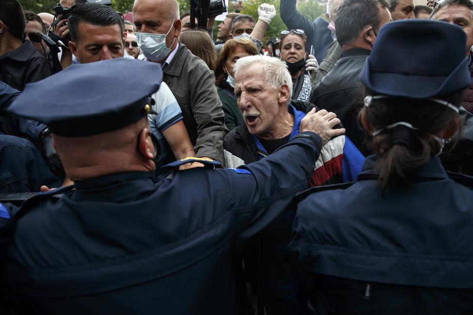 Protest u Prištini protiv izbora nove vlade, demonstranti viču: Hašim izdajnik