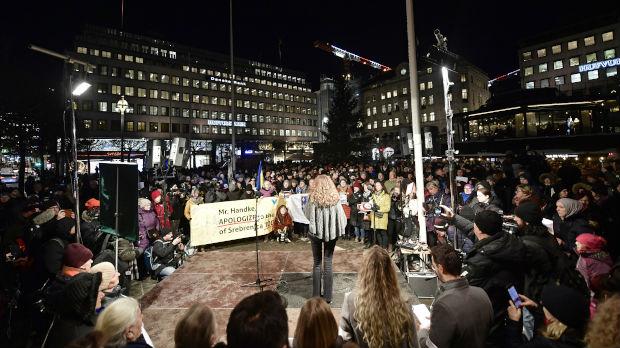 Protest u Stokholmu zbog Handkea, švedska lekarka vratila Nobelovu nagradu