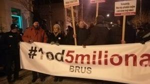 """Protesti """"1 od 5 miliona"""" održani u više od 10 gradova, konačno i u Novom Pazaru (FOTO, VIDEO)"""