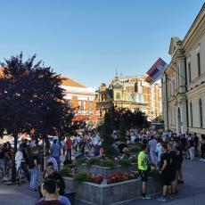 Protesti održani i u Čačku: Šetnja protekla mirno i bez nasilja (FOTO)