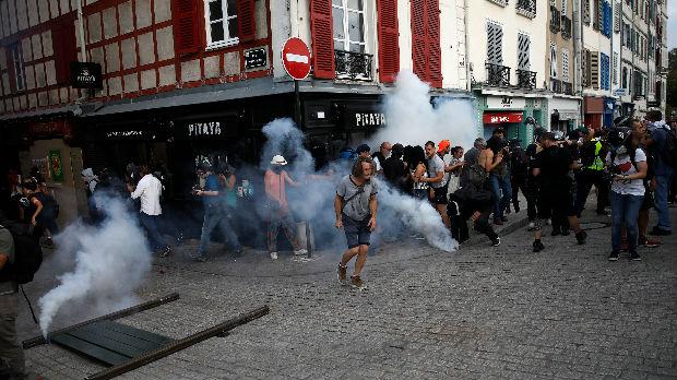 Protesti prate održavanje samita G7, policija upotrebila suzavac i vodeni top