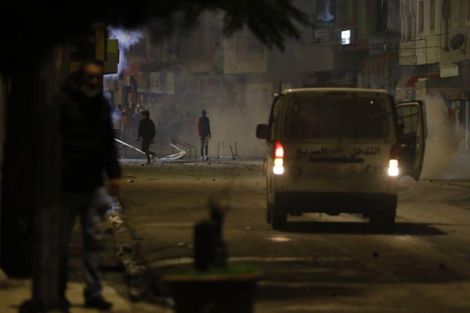 Protesti širom Tunisa, sukobi policije i demonstranata