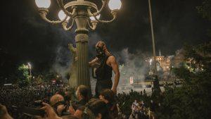Protesti u Beogradu: Suzavac, konjica i sukobi sa policijom u fotografijama