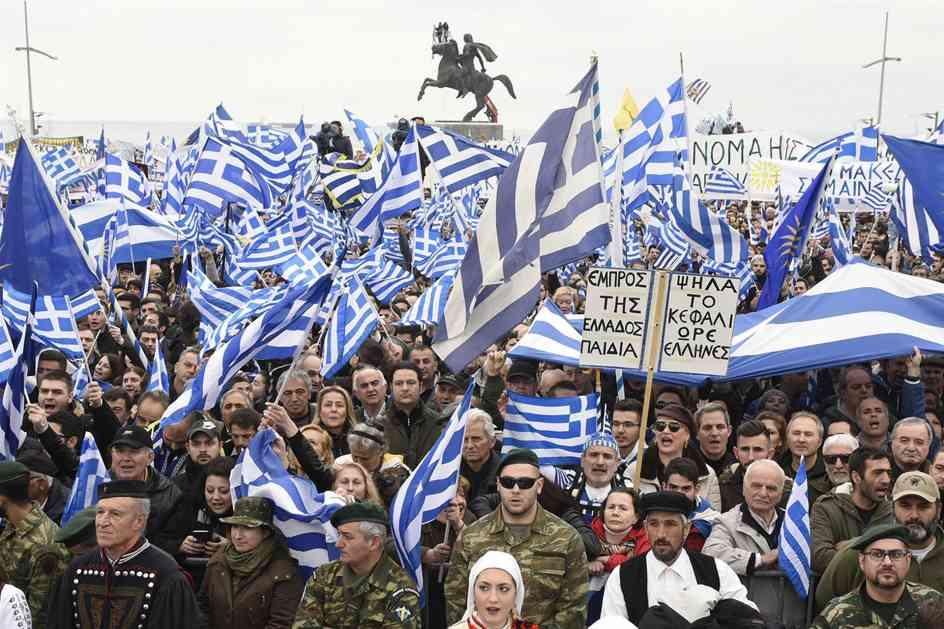 Protesti u Solunu, zapaljena zastava Makedonije