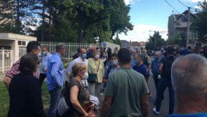 """Protesti u Srbiji: Skup ispred Centralnog zatvora u Beogradu – """"Policija je prebijala brutalno i to nema nikavog smisla"""""""