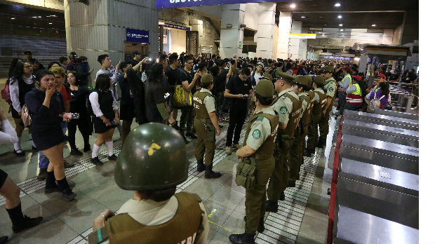 Protesti zbog javnog prevoza u Čileu doveli do vanrednog stanja
