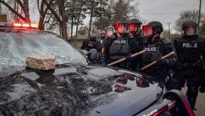 Protesti zbog smrti Afroamerikanca u Minesoti, policija tvrdi da je njen pripadnik slučajno pucao