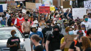 Protesti zbog ubistva crnca u Mineapolisu
