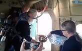 Protiv bluda i alkohola: Ruski sveštenici svetom vodicom iz aviona osveštali grad VIDEO