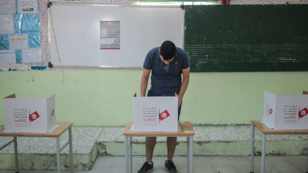 Prve projekcije: Autsajder Sajed pobedio u prvom krugu izbora u Tunisu
