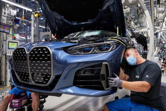 Prvi BMW Serije 4 sišao sa trake, društvo mu prave redizajnirana petica i 6GT FOTO