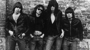Prvi album Ramonsa – Ni manje akorda, ni više hitova