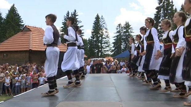 Prvi festival folklora na Goliji