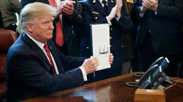 Prvi veto Donalda Trampa