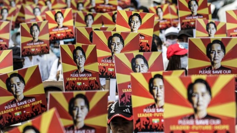 Prvo pojavljivanje Su Ći nakon vojnog udara