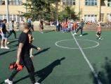 Prvotimci Radničkog u niškoj školi igrali fudbal sa đacima i promovisali sport