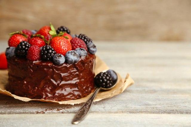 Psihijatar zbog neuzvraćene ljubavi trovao kolege tortom