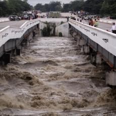 Pukla brana u Mjanmaru: U prekidu glavna saobraćajnica, evakuisano 50.000 ljudi (FOTO/VIDEO)