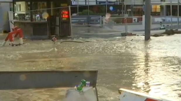 Pukla vodovodna cev, poplava u centru Beograda