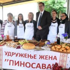 Puna trpeza đakonija za predsednika: Pinosavke dočekale Vučića u manastiru (FOTO)