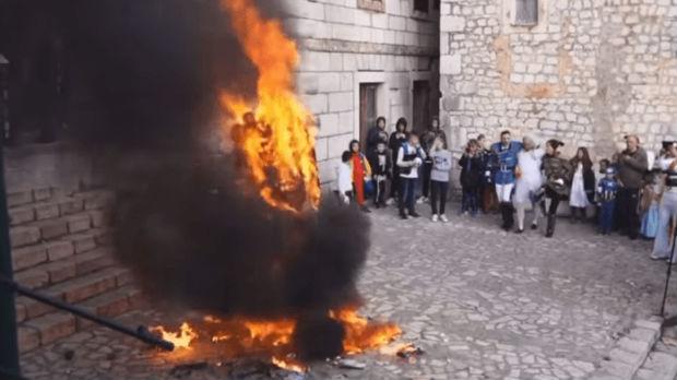 Pupovac osudio spaljivanje lutke stopolnog para u Imotskom