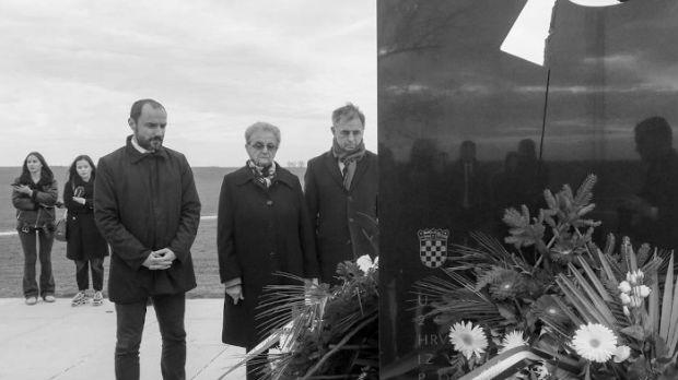 Pupovac u Vukovaru položio vence u spomen na ubijene u ratu
