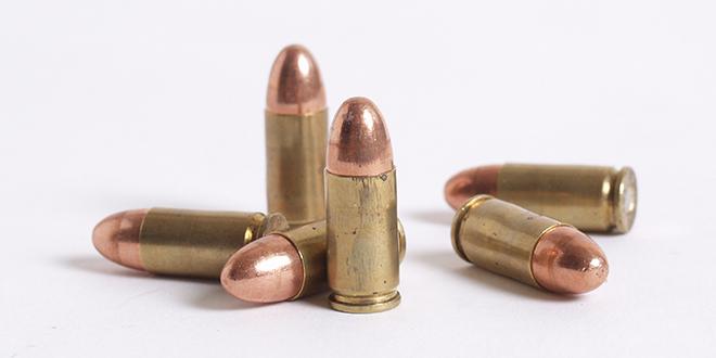 Puška i municija u kući Inđijca