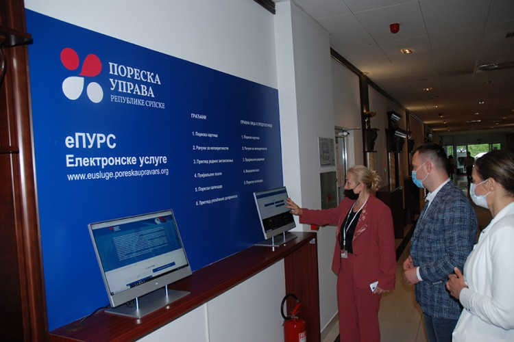 Pušteni u rad samouslužni računari u Poreskoj upravi RS