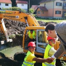 Put će biti završen za četiri nedelje Vučić obišao Banjevac, posledice poplava će biti potpuno sanirane (FOTO)