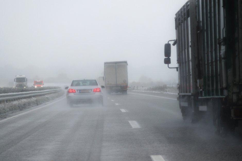 Putevi u Srbiji vlažni, AMSS upozorava na poledicu