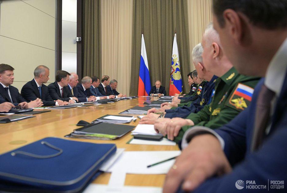 Putin: Borbena upotreba avijacije u Siriji omogućila identifikaciju tehničkih nedostataka aviona i helikoptera