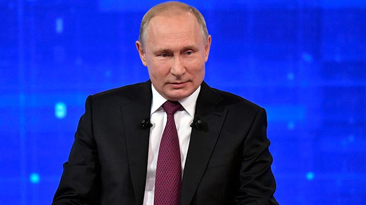 Putin odlikovao pilota koji je uspešno prinudno sleteo na polje kukuruza