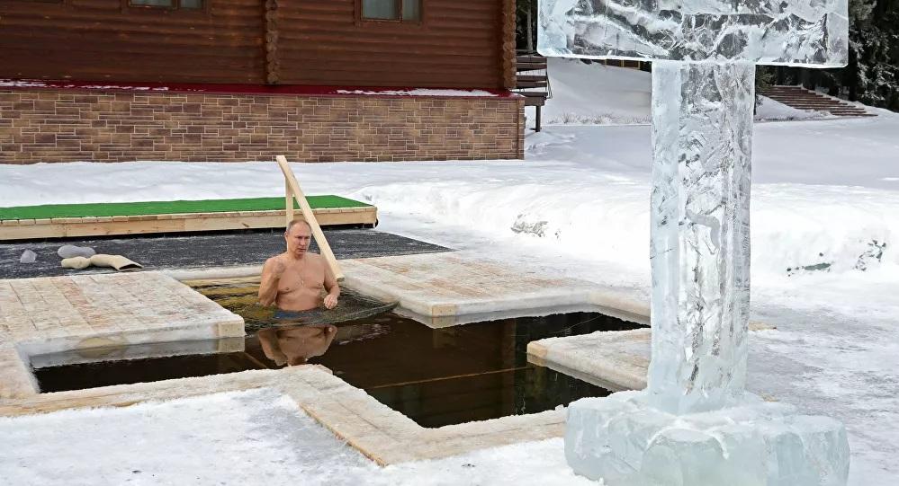 Putin se povodom Bogojavljenja okupao na -20 °C