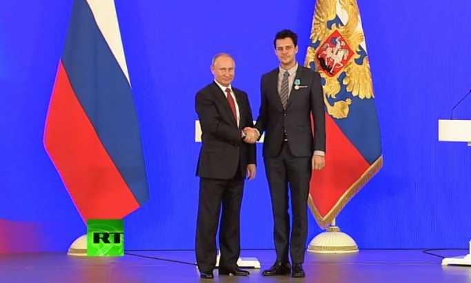 Putin uručio Bikoviću državnu nagradu (VIDEO)