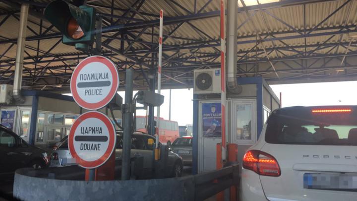 Putnička vozila na graničnim prelazima čekaju do sat vremena