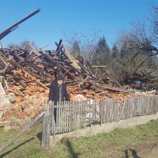 RADE ŠERBEDŽIJA OBIŠAO SRBE NA BANIJI: Potresen srušenim kućama i borbom za goli život (FOTO)