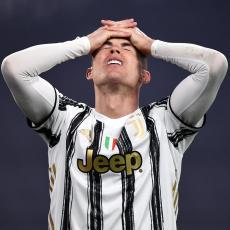 RASKIDA SA STAROM DAMOM: Ronaldo OPRAŠTA Juventusu OGROMNU lovu da bi se vratio u Mančester (FOTO)