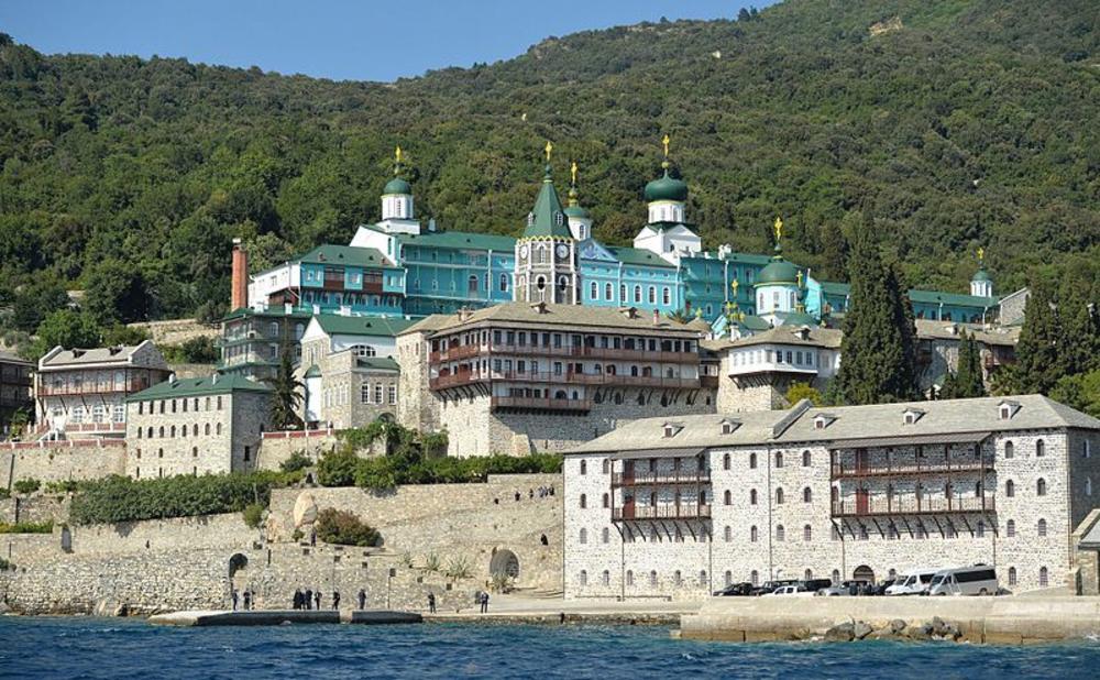 RASKOL U PRAVOSLAVLJU SVE VEĆI: Novi ukrajinski episkop došao na Svetu Goru i poljubio vrata!