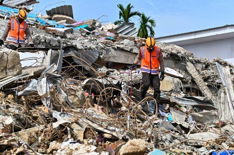 RASTE BROJ ŽRTAVA ZEMLJOTERSA U INDONEZIJI: Poginulo preko 80 ljudi, spasilačke ekipe i dalje tragaju za telima nastradalih VIDEO