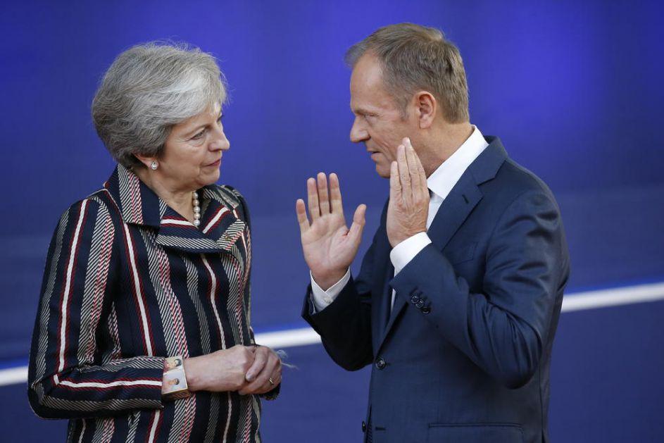 RASTEGLJIVI BREGZIT: Tereza Mej traži odlaganje do kraja juna, a Tusk predlaže fleksibilno pomeranje do 12 meseci!