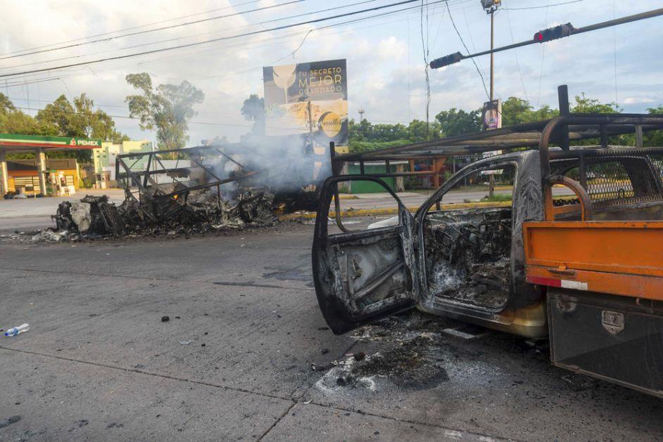 RAT NA ULICAMA! MEKSIČKI PREDSEDNIK PODRŽAO PREKID HAPŠENJA EL ČAPOVOG SINA: Hapšenje jednog kriminalca nije vrednije od života ljudi!